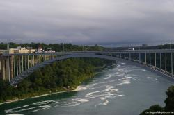 Rainbow Bridge to Canada at Niagara Falls.jpg